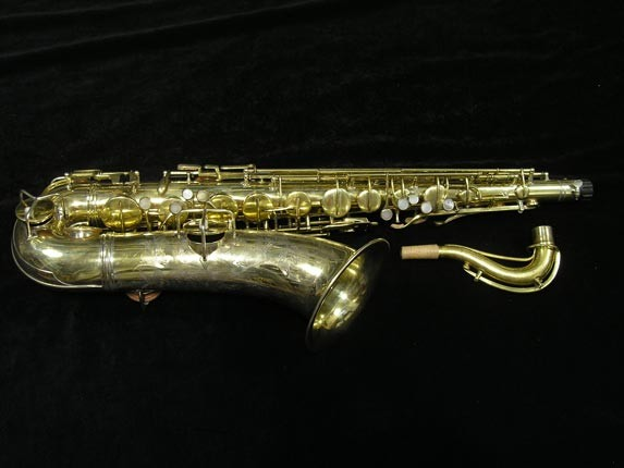 "Conn ""Portrait"" Gold Plate ""Nude Woman"" Tenor - 119399 - Photo # 1"