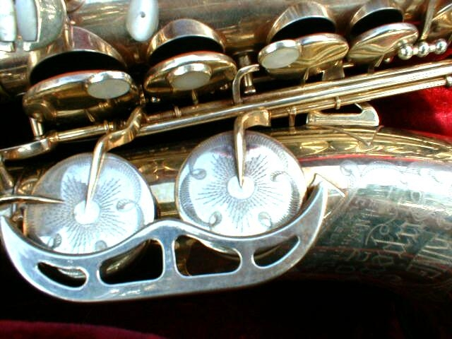 King Super 20 with Mother-Of-Pearl Side Keys