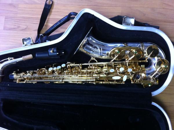 b&s saxophone serial numbers